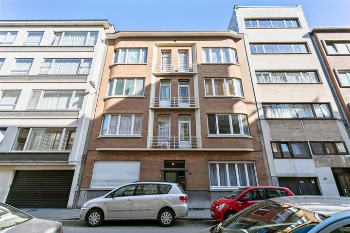 Te renoveren 2-slaapkamer appartement nabij het Stadspark.