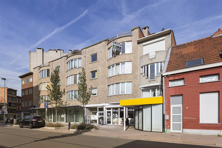 Instapklaar appartement met ruime garagebox naast Rivierenhof.