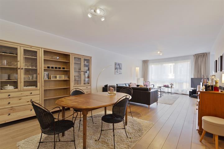 Prachtig appartement met drie slaapkamers, terras en garagebox.